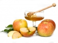 honey with apple for Rosh Hashanah