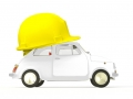 Coche con casco de seguridad